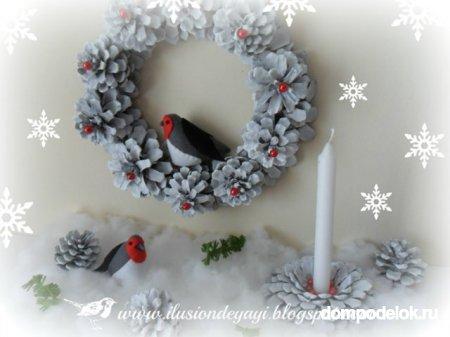 Рождественский венок и подсвечник