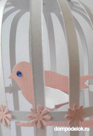 Птичка в клетке из бумаги