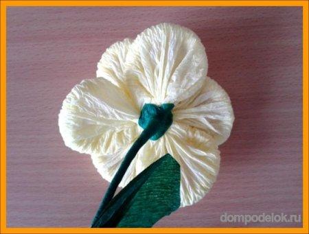 Цветы из гофротрубочек