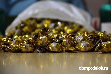 Подарки для мамы своими руками из конфет
