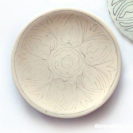 Роспись гуашью на тарелке