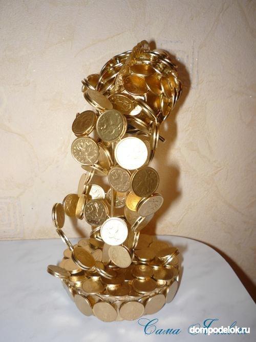 Золотая рыбка из монет 145