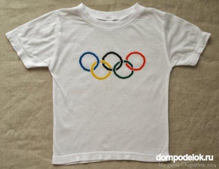 Вышивка на пялцах олимпийских колец на детской футболке